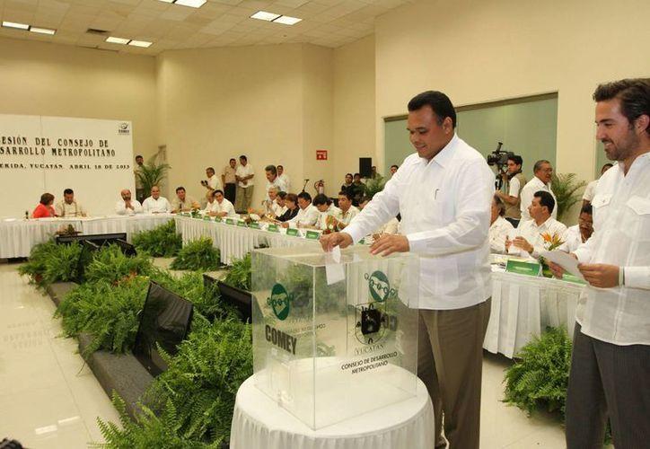 Mediante voto secreto fueron ratificados los miembros del Consejo de Desarrollo Metropolitano del Estado, incluido el gobernador Zapata Bello. (Cortesía)