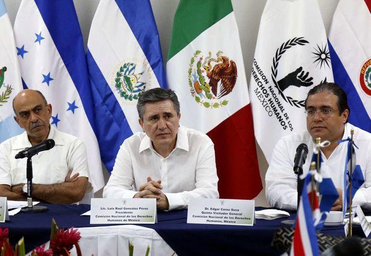 Los ombudsman de México y los países de Centroamérica acordaron desarrollar acciones de protección a los derechos humanos de inmigrantes que crucen la frontera sur de México. (Notimex)