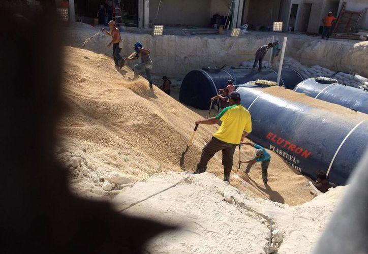 En el lugar hay 15 trabajadores instalando los tanques de gas. (Carlos Tomasini/SIPSE)