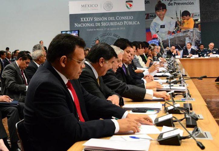 Ayer, el gobernador Rolando Zapata participó en la XXXIV Sesión del Consejo Nacional de Seguridad Publica, en la Ciudad de México. (Cortesía)