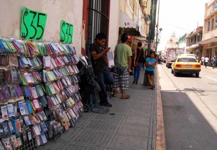 Según el titular de la Canaco- Servitur, Manuel López Campos, ahora hay menos ambulantes pero no por obra de un plan sino por las ventas bajas. (Milenio Novedades)