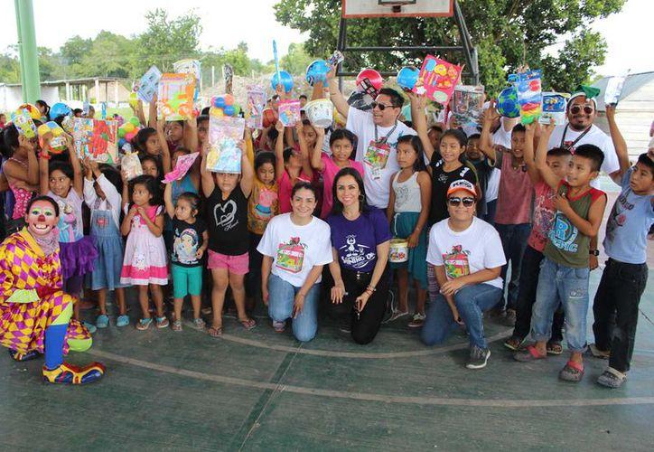 La alegría de ver dibujada una sonrisa en los infantes es lo que mueve a los hermanos Peniche Xool y al personal de Novedades Chetumal para apoyar esta causa.