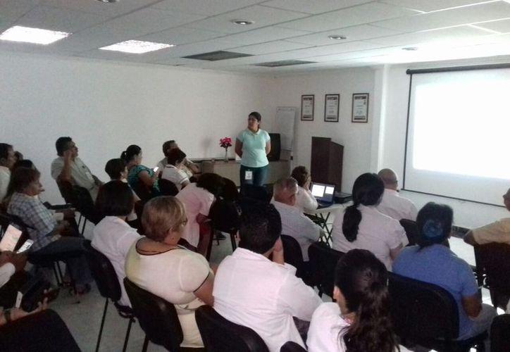 Médicos reciben capacitación continua en temas de epidemiología. (Foto: cortesía SESA)