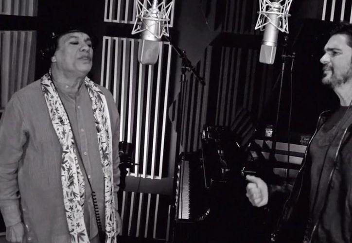 """El cantante colombiano Juanes y el compositor mexicano Juan Gabriel lanzaron una nueva versión de """"Querida"""". La canción es parte del álbum """"Los duo"""". (Captura de pantalla de YouTube)"""