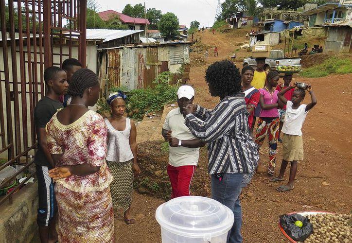 Autoridades de Malí reportaron la aparición de casos de ébola en su territorio, lo que representa un golpe a los esfuerzos por combatir la expansión del virus. (EFE)