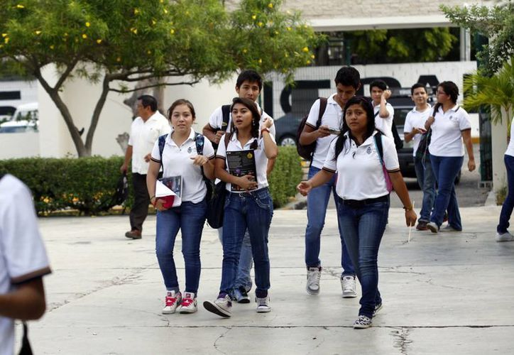 En Yucatán, los estudiantes de los niveles medio superior y superior pueden tramitar su seguro de salud. (Milenio Novedades)
