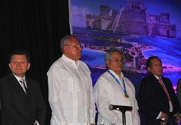 El secretario estatal de Salud, Rafael Alpuche Delgado, dio la bienvenida a los asistentes. (Redacción/SIPSE)