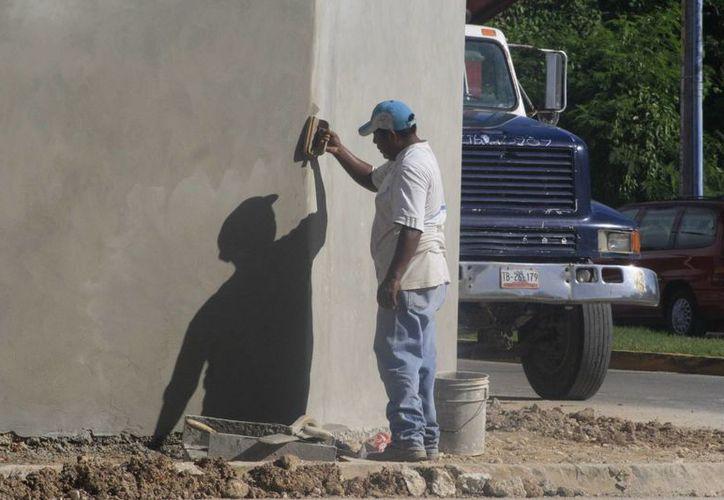 El titular de la CMIC estimó que alrededor de 90 mil personas dependen de la industria en Quintana Roo. (Harold Alcocer/SIPSE)