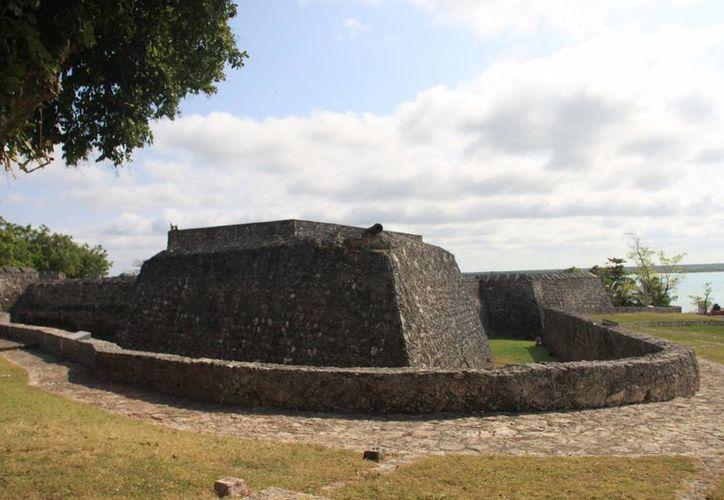 La sesión solemne por el segundo aniversario de Bacalar se realizará en la explanada del Fuerte de San Felipe. (Omar Capistrán/SIPSE)