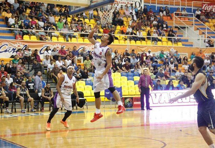 Los Bombarderos del Caribe dieron un paso más rumbo a la conquista del liderato en la Liga Nacional del Baloncesto Profesional. (Redacción/SIPSE)