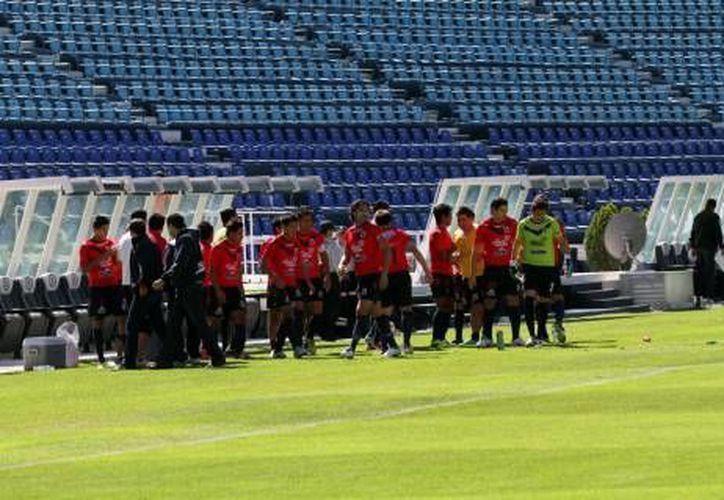Los Tiburones Rojos se preparan para el duelo ante el CF Mérida. (Milenio Novedades)