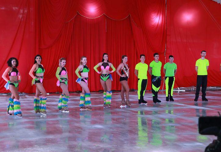 "Se presenta por primera vez ""Roncally International Circus On Ice"", un espectáculo integrado por patinadores en un show sobre hielo. (Foto: Milenio Novedades)"