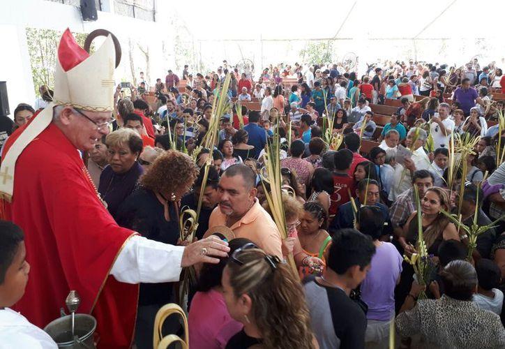 Cientos de personas acudieron a las iglesias de la ciudad. (Redacción)