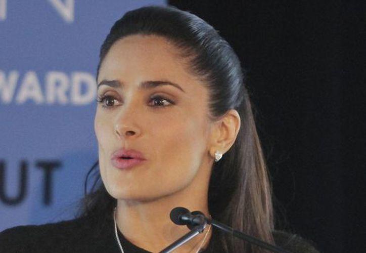 Salma Hayek dijo que desde los 17 años ha luchado contra la violencia doméstica. (Agencias)