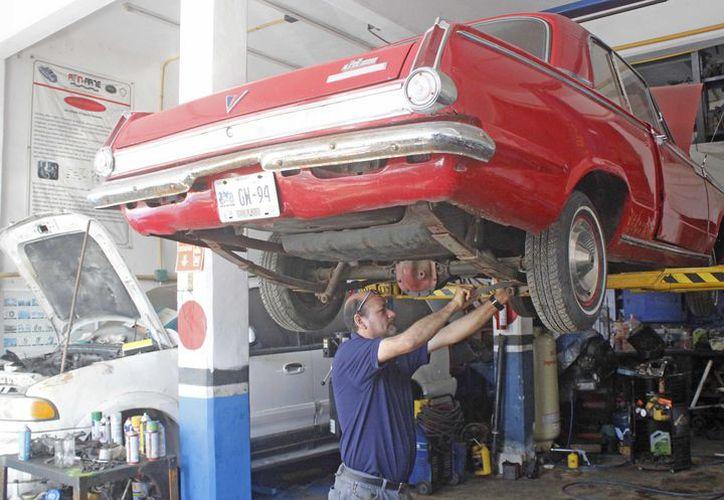 En Cancún hay talleres de los tres tipos de motores: diésel, gasolina y motocicletas. (Jesús Tijerina/SIPSE)