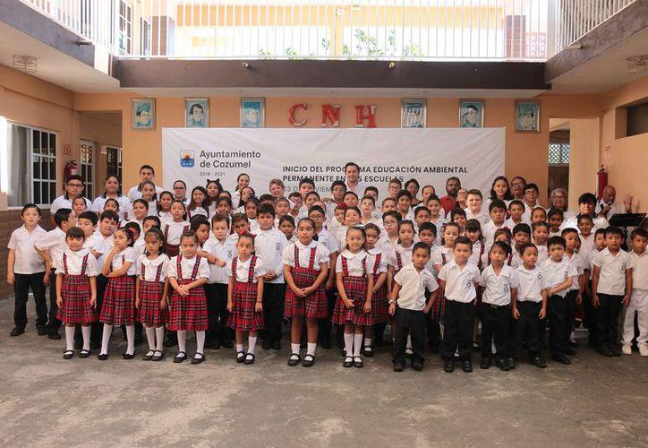 Se puso en marcha el programa en la escuela primaria Benito Juárez. (Gustavo Villegas/SIPSE)