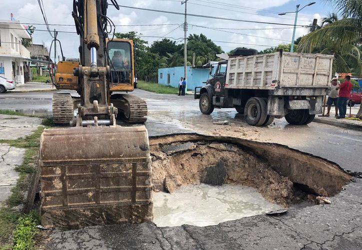 El Colegio de Ingenieros Civiles de Quintana Roo advierte que debe hacerse un estudio integral del suelo para prevenir riesgos mayores.  (Daniel Tejada/SIPSE)