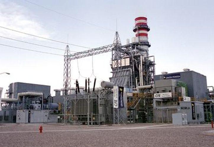 La central de Agua Prieta II sigue sin turbinas, sin recuperar el dinero y sin nadie que responda por el fraude. (Foto de contexto)