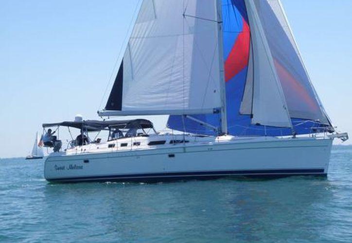 """La embarcación """"Sweet Melissa"""" (arriba) mantiene el liderato de la categoría Crusier A en la Regata de Sol a Sol  2013 en la que participan 28 veleros. (SIPSE)"""