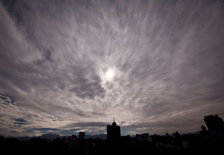 Buena parte del territorio nacional resentirá lluvia y bajas temperaturas, según el Servicio Meteorológico Nacional (SMN). La imagen de la ciudad de México está utilizada únicamente como contexto. (Archivo/NTX)