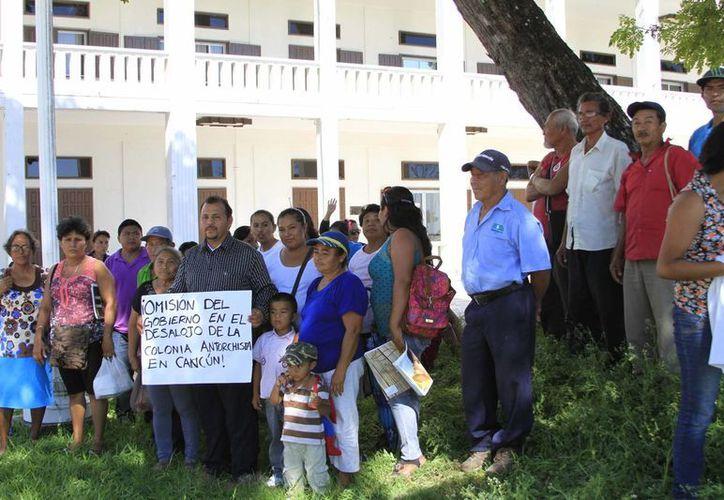 Los manifestantes buscaban que las familias desalojadas en Cancún recibieran ayuda para encontrar un hogar. (Harold Alcocer/SIPSE)