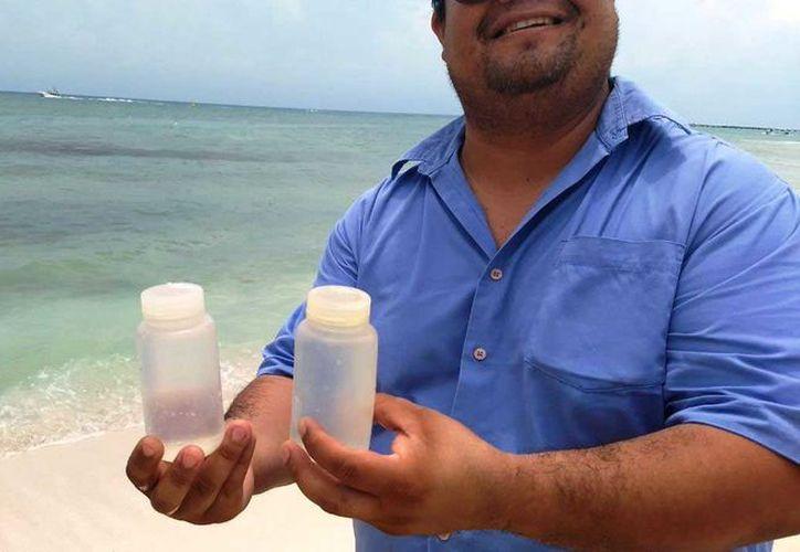 En un periodo no mayor a una semana conocerán los resultados del análisis del litro de agua de mar recolectada en varios puntos de esa parte de la costa. (Octavio Martínez/SIPSE)