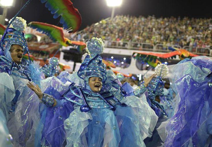 La escuela de samba Portela tiene más titulos que cualquier otra en Río, aunque llevaba 33 años sin ganar el desfile del Carnaval de Río. (AP/Leo Correa)
