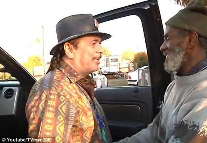 Encuentro conmovedor entre Carlos Santana y su antiguo amigo Marcus Malone en EU. (Internet)