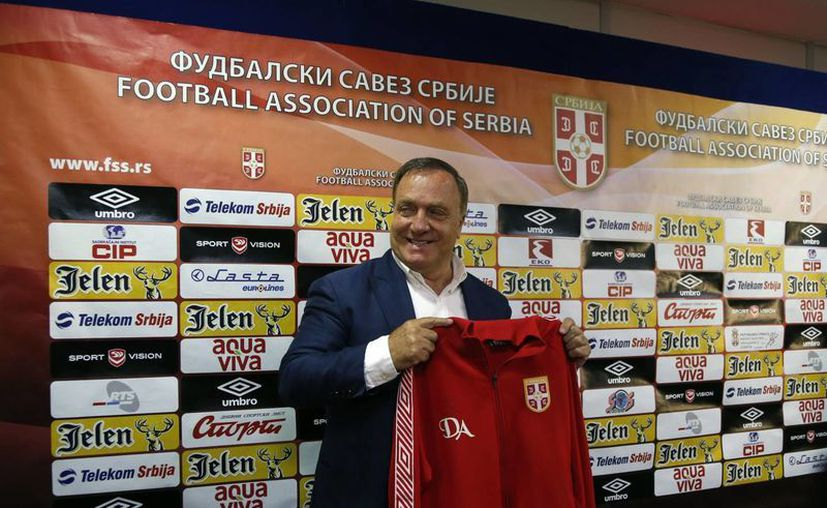 Advocaat viene de dirigir al AZ Alkmaar en Holanda, y ahora lo hará con Serbia. (Foto: AP)