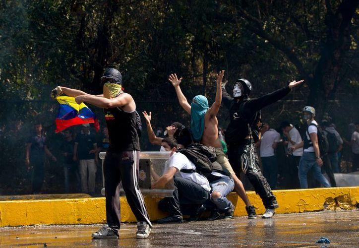 Las protestas callejeras en varias ciudades de Venezuela llevan casi un mes. (Agencias)