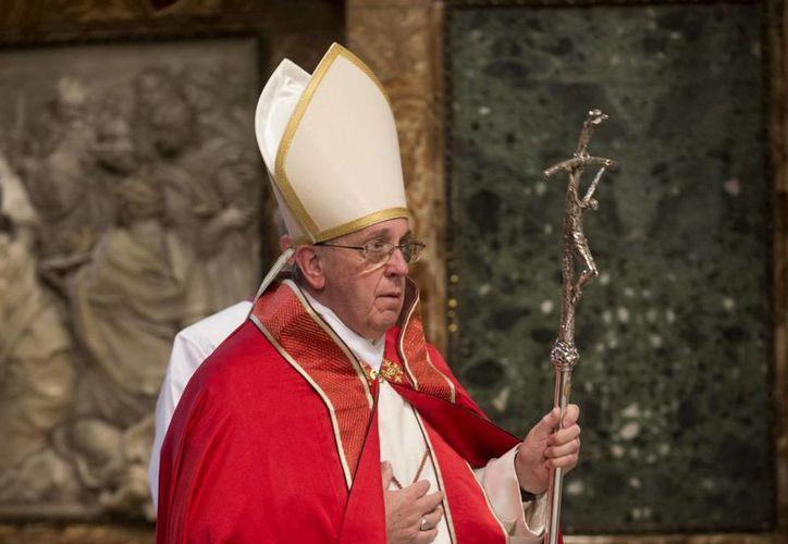 El Papa Francisco dedicó su encuentro con los sacerdotes para ofrecer algunas recomendaciones sobre los sermones y la forma en celebrar la misa. (Archivo/EFE)