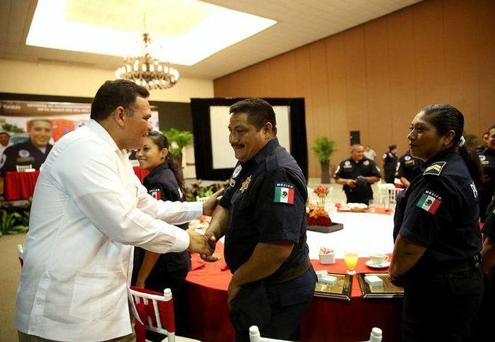 El gobernador, Rolando Zapata Bello, entregó reconocimientos a técnicos en urgencias médicas, en el marco del Día Internacional del Socorrista. (Cortesía)