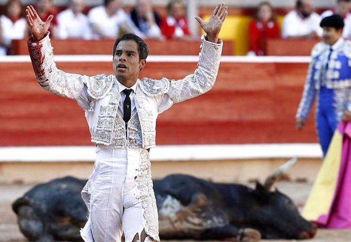 Hacía cinco años que la plaza de toros de Bogotá no funcionaba. Ahora que le han reabierto un matador que estuvo en ella este domingo, el  colombiano Luis Bolívar, recibió amenazas de muerte. (revistazetta.com)