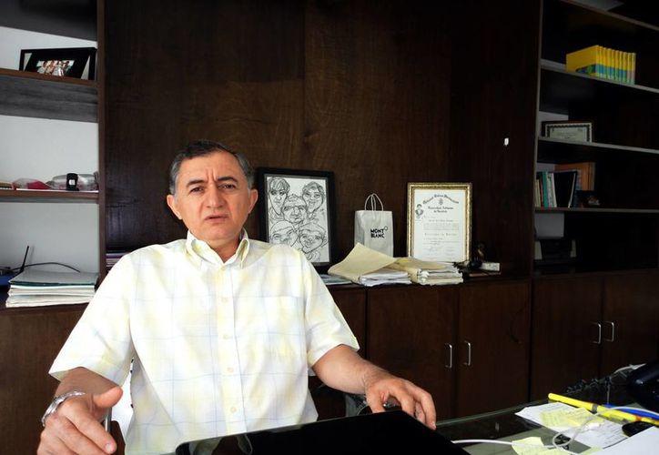 Lincoln Palma, abogado de los empleados despedidos. (Juan Albornoz/SIPSE)