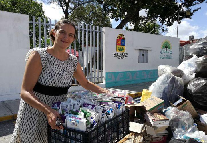 Acudieron empresas dedicadas al reciclado de materiales, y alumnos de diferentes instituciones. (Ivett Ycos-Jesús Tijerina)