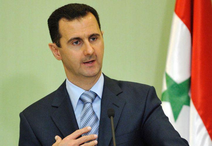 El presidente Bashar Assad visitó a las tropas en la línea de combate. (TeleSur)