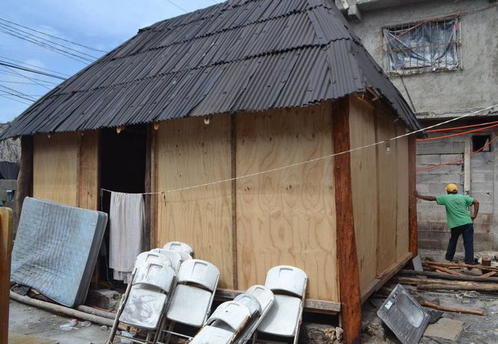 Protección Civil propone que dentro de las familias y en los negocios se elabore un plan de emergencia para aplicar en caso de huracán.  (Rossy López/SIPSE)
