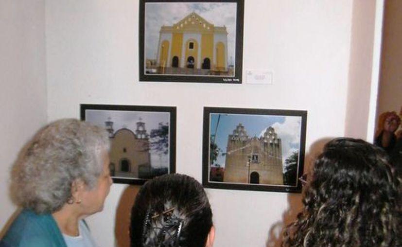 La muestra reúne edificios de culto de diversos municipios. (SIPSE)