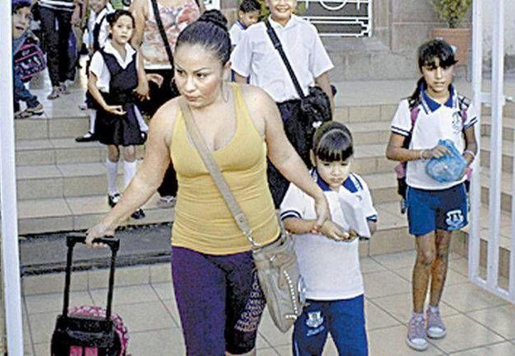 En algunas escuelas los maestros advirtieron a los padres de familia de que si los dejaban era bajo su propia responsabilidad. (Milenio)