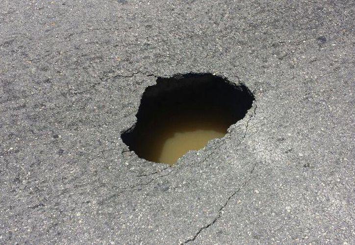 El hundimiento se encuentra en el kilómetro 14.5 de la zona hotelera de Cancún. (Redacción/SIPSE)