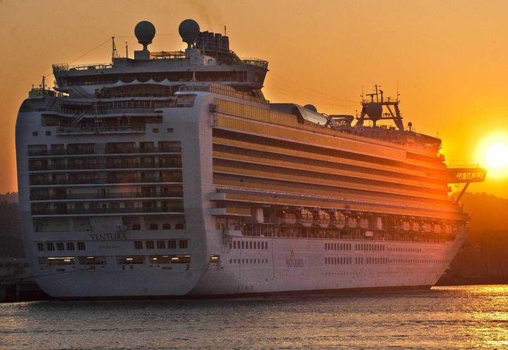 El barco tiene una capacidad de 3,646 pasajeros y una tripulación de 1,367 personas, según los datos de la propia naviera. (EFE)