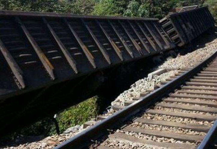 Los furgones del tren siniestrado no alcanzaron zonas habitadas. (Milenio)