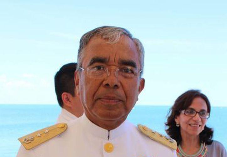 Luego de 45 años de servir a la Armada de México, el comandante de la Novena Zona Naval Militar, vicealmirante Felipe Solano Armenta, anunció su retiro. (Gerardo Keb/Milenio Novedades)
