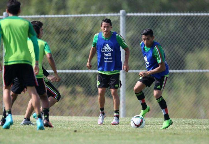 La Selección Mexicana durante un entrenamiento previo a su duelo contra Argentina, a la que solo le ha ganado una vez en la historia. (Notimex)