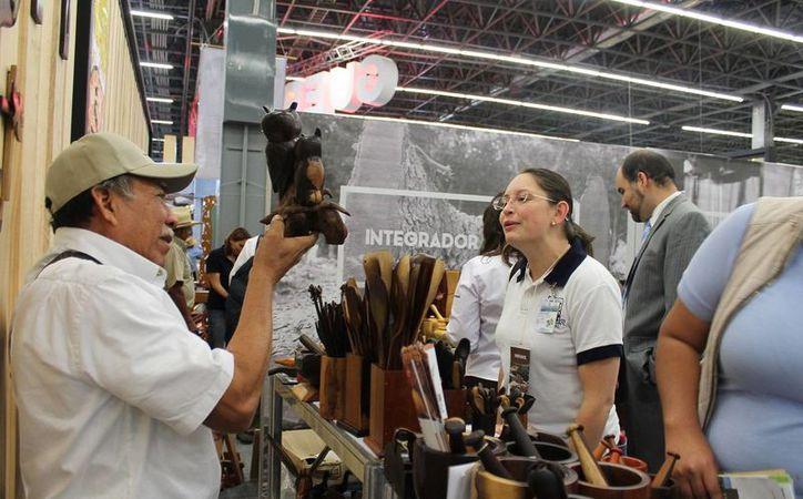 Han acudido varias personas interesadas en comprar madera certificada. (Edgardo Rodríguez/ SIPSE)
