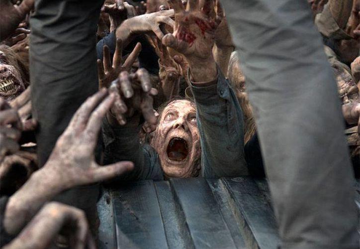 Nuevas imágenes de la sexta temporada de The Walking Dead ya circulan en la red como una 'probadita' de lo que se avecina en el apocalipsis zombie. (excelsior.com.mx)