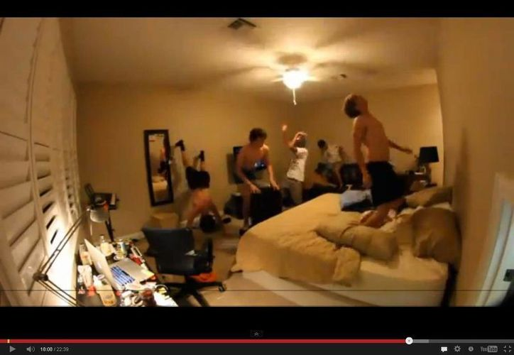 Cada quien adapta a su gusto el Harlem Shake y lo sube a YouTube. (Captura de pantalla)