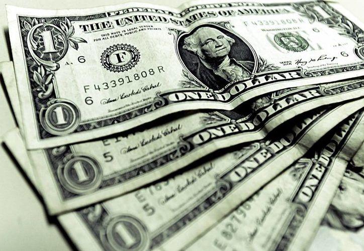 El dólar estadounidense promedia 18.50 pesos a la venta y 17.85 pesos a la compra, en las casas de cambio del aeropuerto capitalino. (Imagen de contexto/tiempo.com)