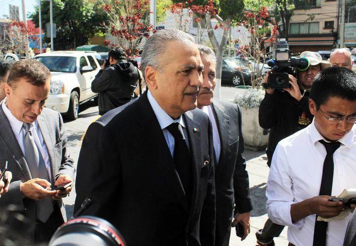 El líder nacional del PRI, Manlio Fabio Beltrones, afirmó que estarán cerca de sus legisladores para enfrentar los desafíos externos con la fortaleza. (Archivo/Notimex)