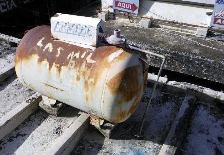 Nueve tanques de gas LP serán reubicados a la azotea del bazar García Rejón. (SIPSE)